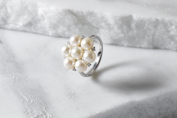 Pearl and diamond cluster ring.